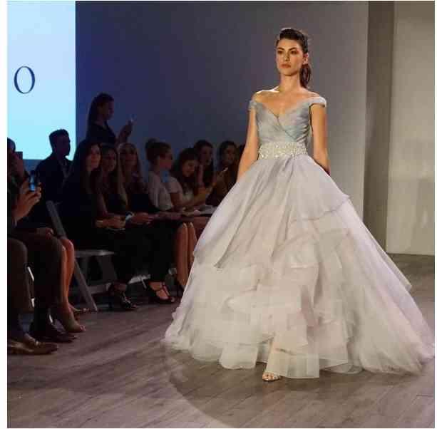 rochie mireasa lazaro bridal