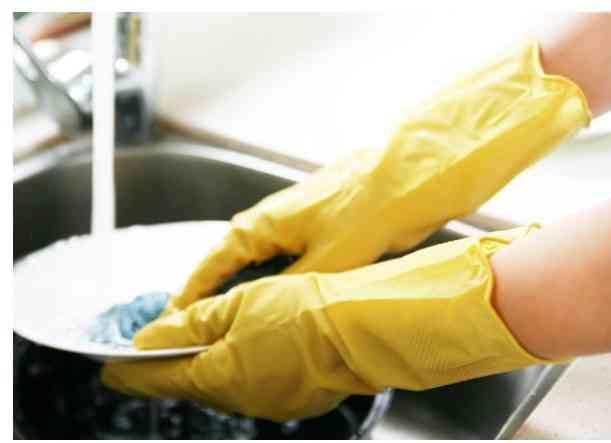 folosirea manusilor in activitati casnice