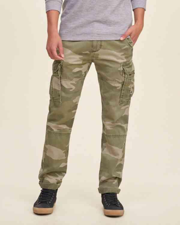 pantaloni cargo camuflaj hollister
