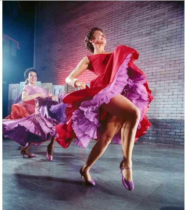 chita rivera rochie rosie