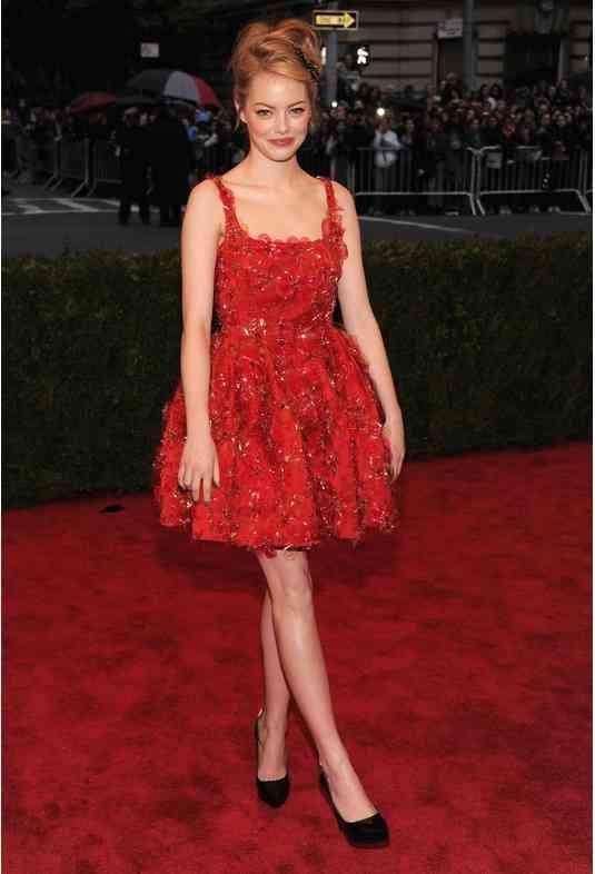emma stone rochie rosie