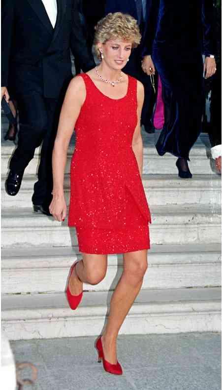 printesa diana rochie rosie
