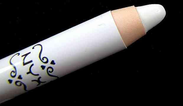 creion machiaj alb