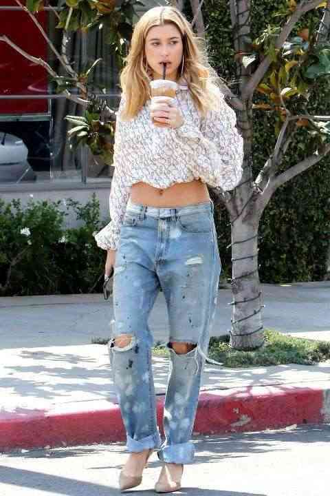 hailey-baldwin-look-casual
