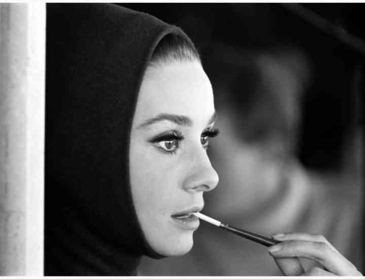 12 designeri prezintă, la București, colecții înspirate de Audrey Hepburn