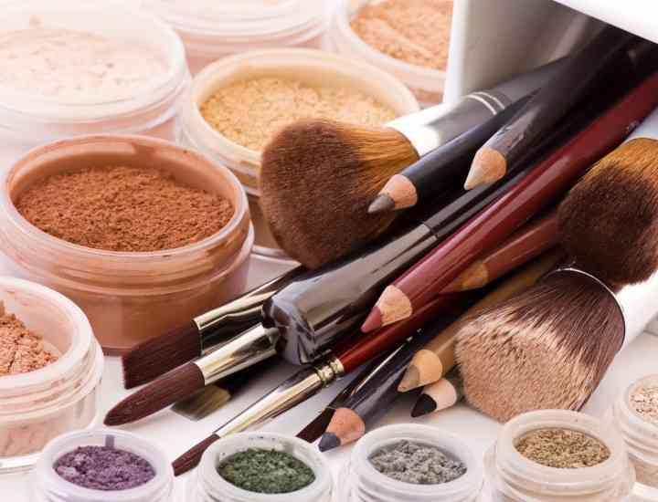 Cum identifici posibilele substanţe toxice din trusa ta de make-up