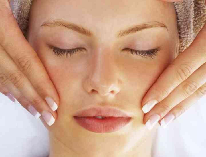 10 obiceiuri de seară prin care ajuţi pielea să se regenereze