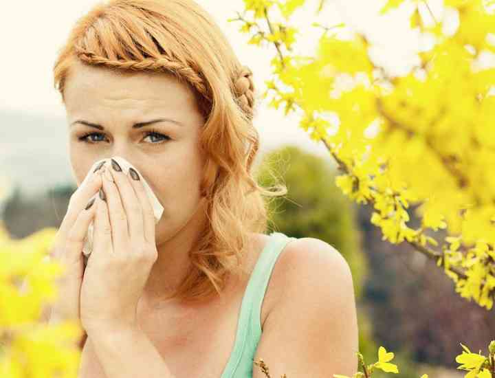 Cum maschezi efectele alergiilor de primăvară, vizibile pe fața ta