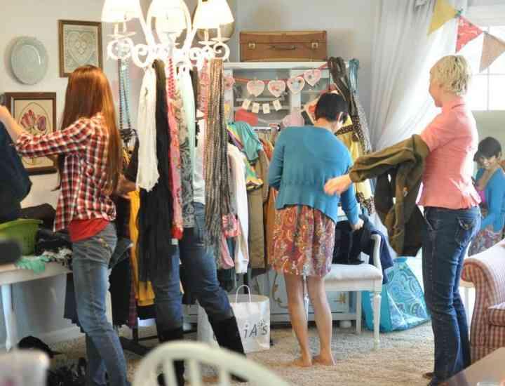 Cum ne mai reînnoim garderoba? 4 români au creat o aplicaţie de schimb de haine