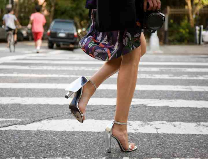 Cum răspunzi la cele mai enervante întrebări legate de pasiunea ta pentru pantofi