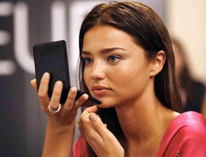 """""""Îngeraşii"""" Victoria's Secret fără make-up"""