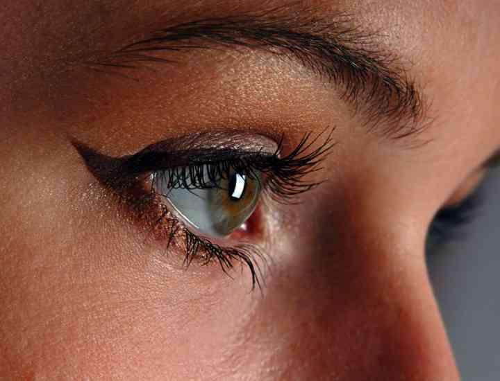 Aplicarea tuşului de ochi: 5 greşeli de evitat