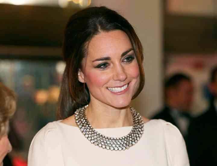 Ducesa de Cambridge pusă la încercare de rochii
