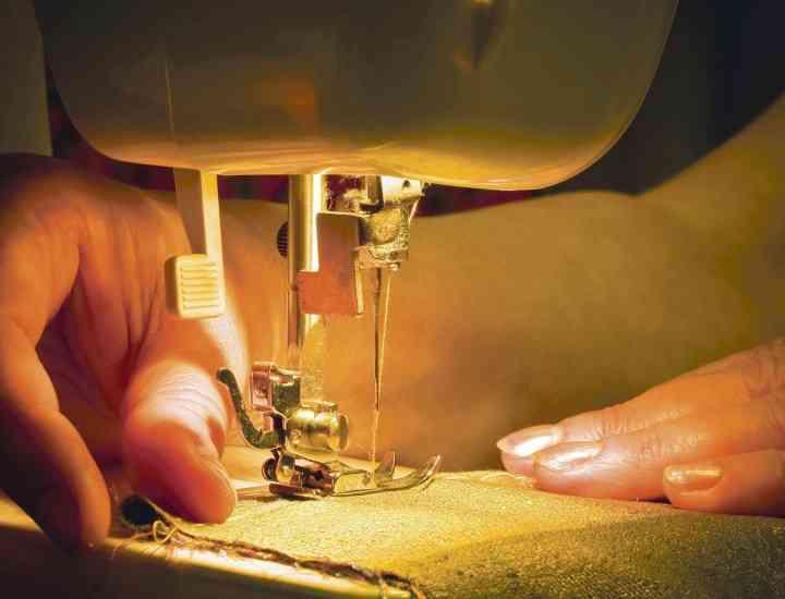 Să fii croitor pentru Alison Hayes în România este una dintre cele mai prost plătite meserii