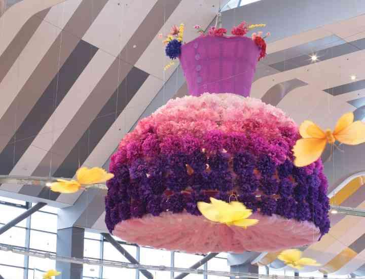 Rochii gigantice, expuse într-un mall bucureştean GALERIE FOTO
