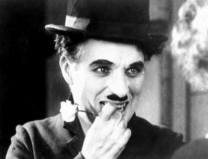 Costum purtat de Chaplin scos la vânzare pentru 195.000 de dolari