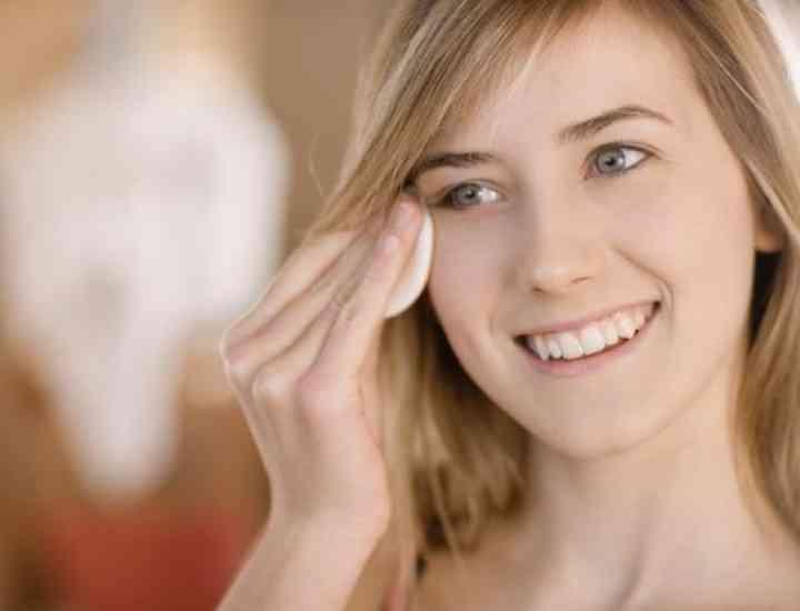 Demachierea ochilor- procedura corectă, care previne ridurile