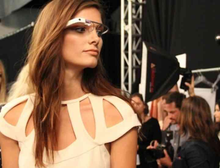 Ochelarii Google, creaţi de designerul Diane von Furstenberg, au fost scoşi la vânzare