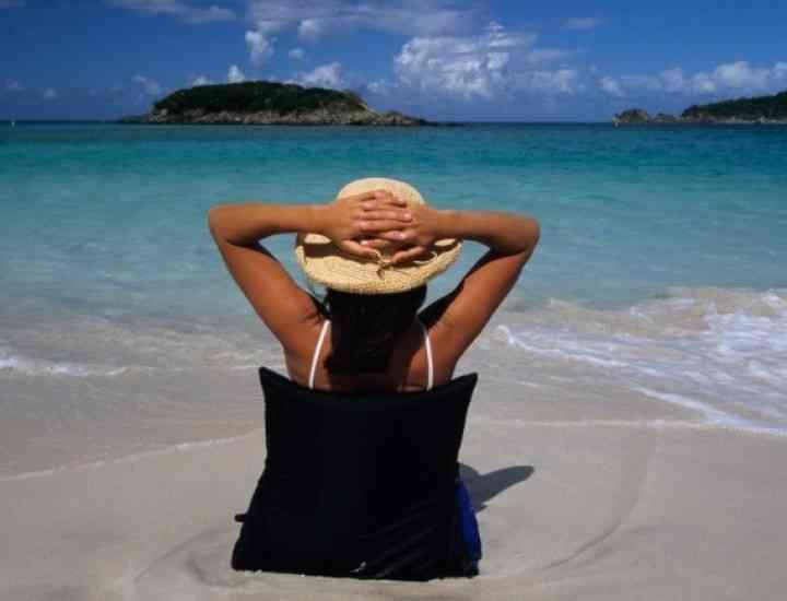 Efectele verii: păr lipsit de strălucire şi piele uscată. Cum le combatem