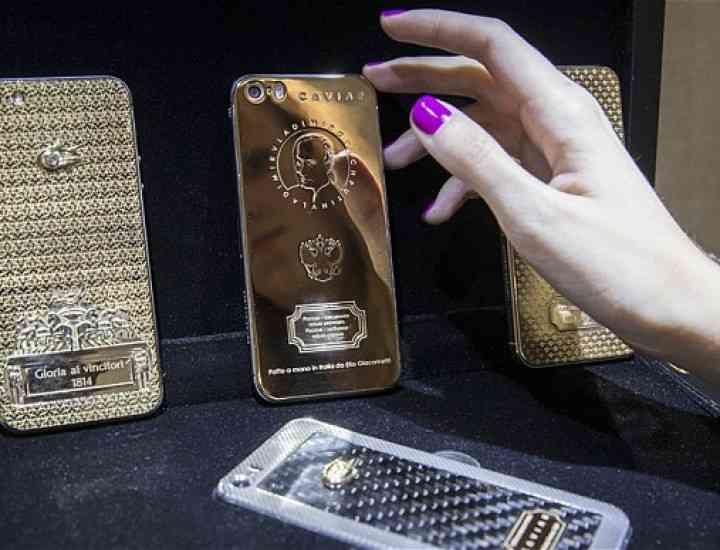 iPhone-uri din aur – gravate cu chipul preşedintelui rus Vladimir Putin