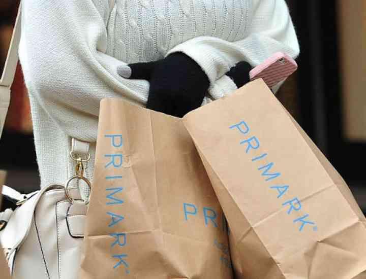 Rochie cu strigăt de ajutor pe etichetă, vândută la Primark