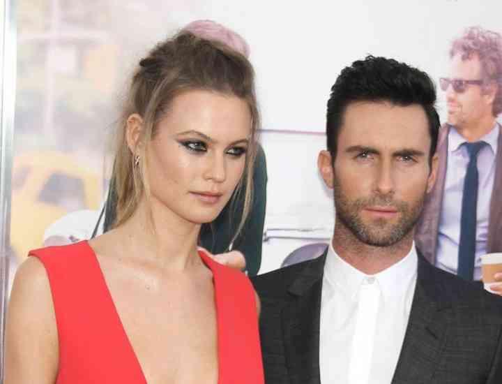 Adam Levine s-a căsătorit cu modelul Victoria's Secret Behati Prinsloo