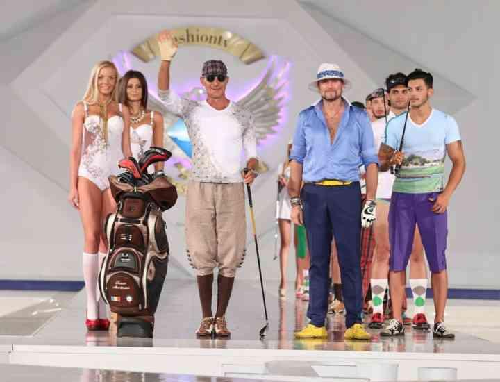 Radu Mazăre, îmbrăcat în costum de jucător de golf la o prezentare a lui Cătălin Botezatu