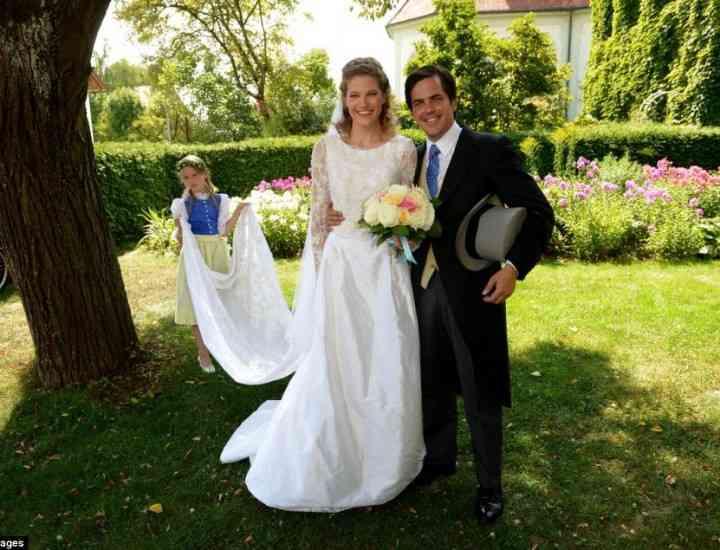 Nuntă tradiţională înfăptuită de Prinţul François d'Orléans şi o aristocrată din Germania