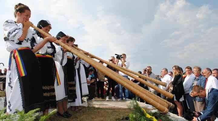 Târgul de Fete de pe Muntele Găina a strâns aproximativ 1500 de persoane