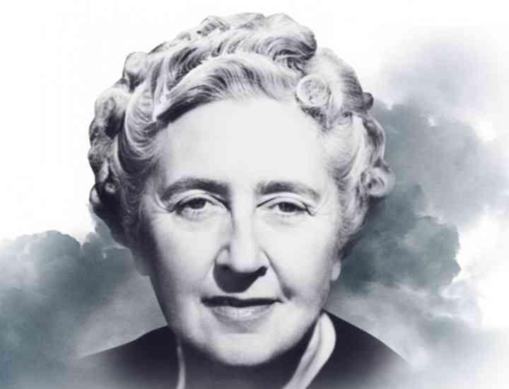 Bijuterii care au aparţinut scriitoarei Agatha Christie, scoase la licitaţie