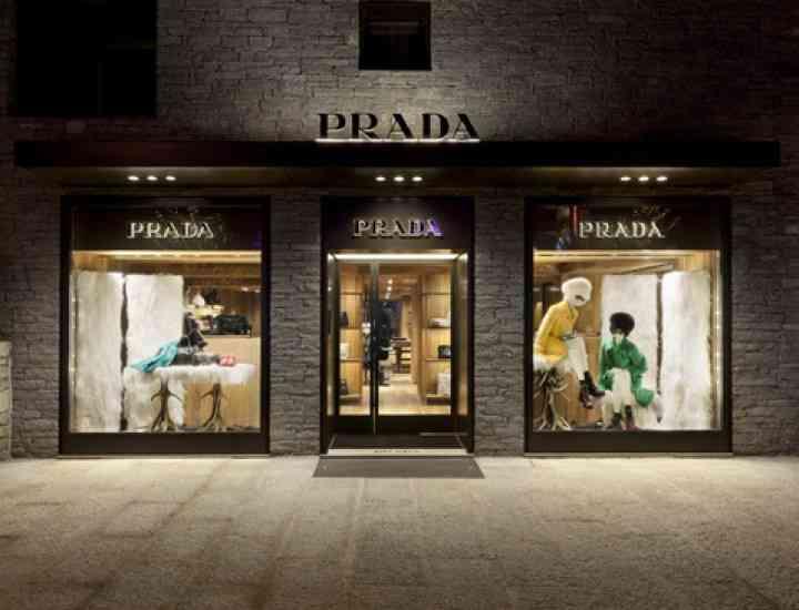 Profitul Prada scade cu 20%, afectat de scăderea vânzărilor de îmbrăcăminte şi încălţăminte din piele