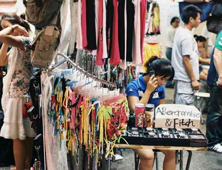 Atenţie la cosmeticele vândute pe stradă! Ce pericole ascund