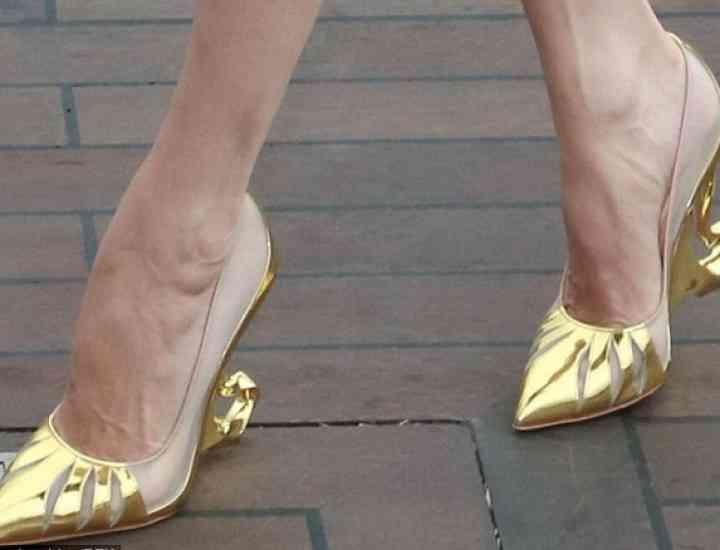 """Angelina Jolie şi designerul Christian Louboutin lansează o gamă de pantofi, inspirată din filmul """"Maleficent"""""""