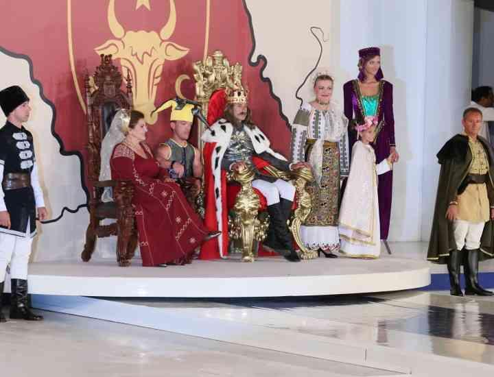 Radu Mazăre l-a interpretat pe domnitorul Ştefan cel Mare la carnavalul din Mamaia