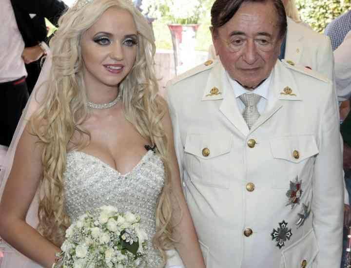 Un model Playboy în vârstă de 24 de ani s-a căsătorit cu miliardarul octogenar Richard Lugner