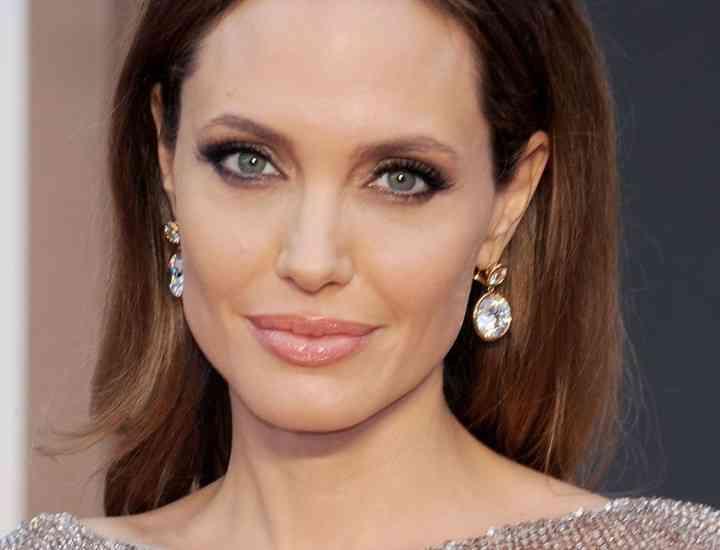 Primele fotografii cu Angelina Jolie in rochie de mireasa