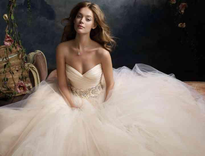 Sfaturi de care trebuie să ții cont când îți alegi rochia de mireasă