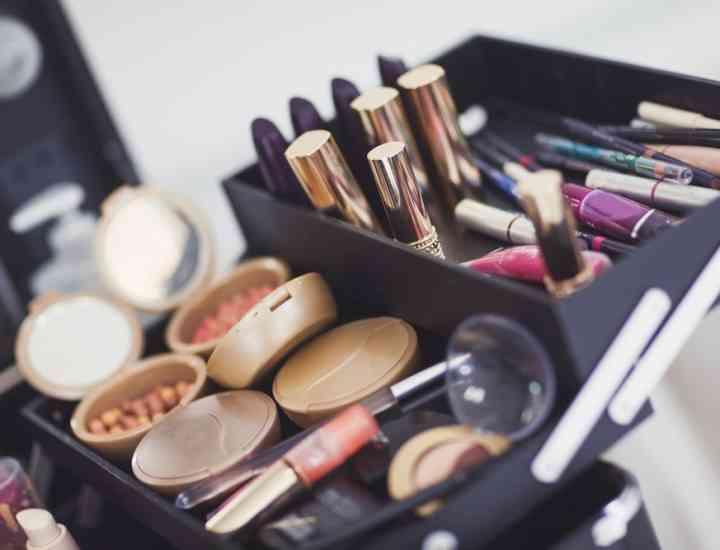 Când expiră produsele cosmetice și după cât timp trebuie să le arunci
