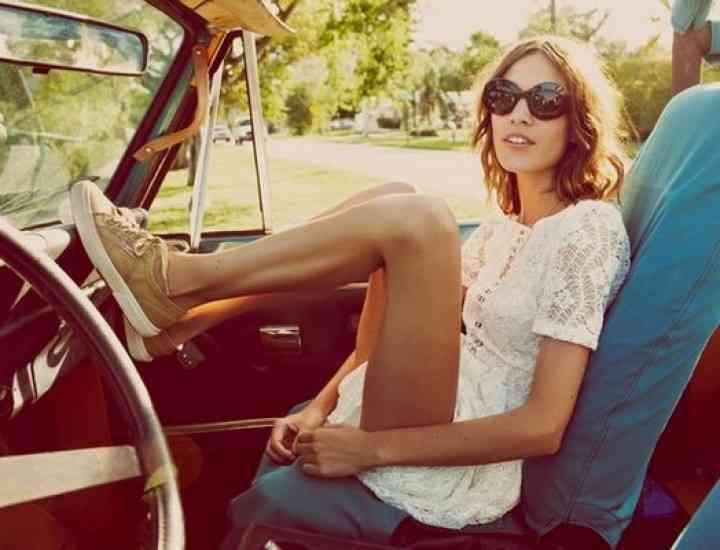 Ținute de călătorie: Cum să te îmbraci comod și cu stil când călătorești