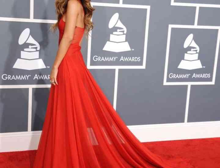 Stil de vedetă. Cum poartă vedetele rochia roșie