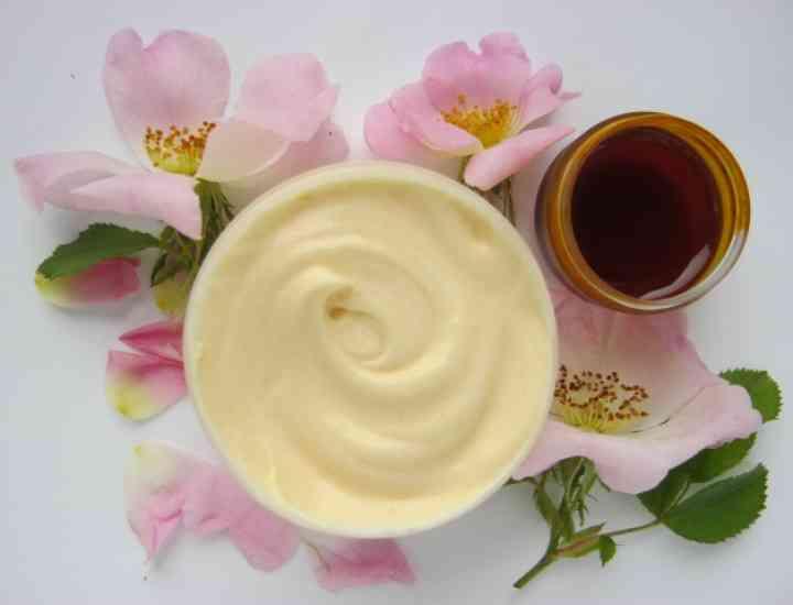 Cremă antirid homemade: Cum poți să-ți faci o cremă antirid acasă