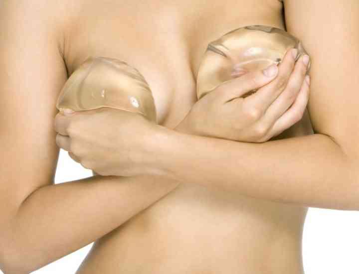 Implanturi cu silicon vs. implanturi cu soluţie salină- costuri, recuperare, riscuri