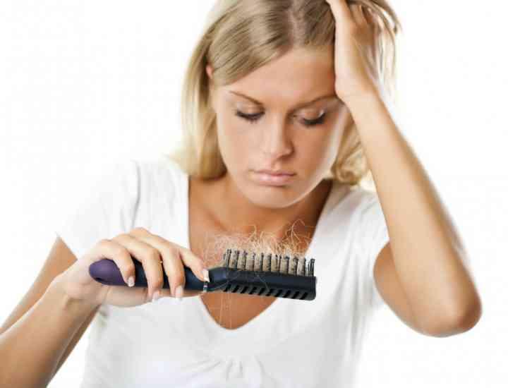 Soluţii naturale şi medicale pentru căderea părului