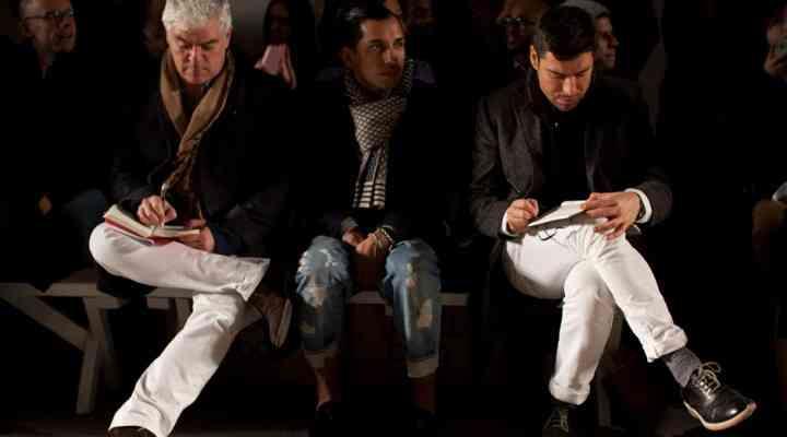 Blugii și pantalonii albi, la modă și pe timp de iarnă. Cum să porți blugii albi