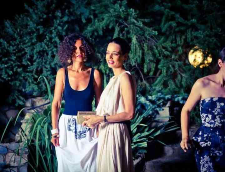 Trucuri de stil de la una dintre mai bine îmbrăcate vedete din România