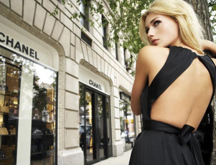 Modele de rochii cu spatele gol la modă în 2015