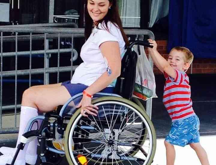 ATENȚIE! O femeie a rămas paralizată din cauza unei pensule de machiaj murdare