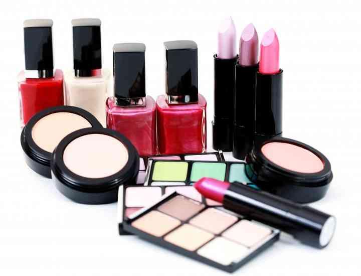 Trusa de make-up de urgență – Ce trebuie să conțină