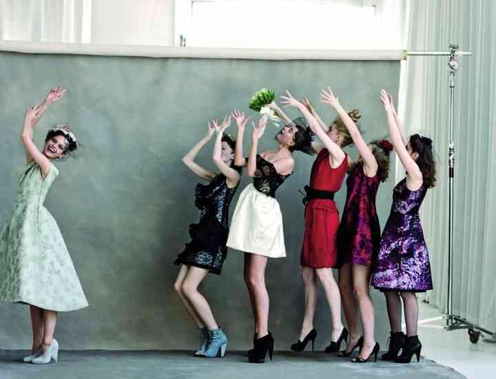 Ce să porţi la nunta care seamănă mai mult cu o reuniune de liceu