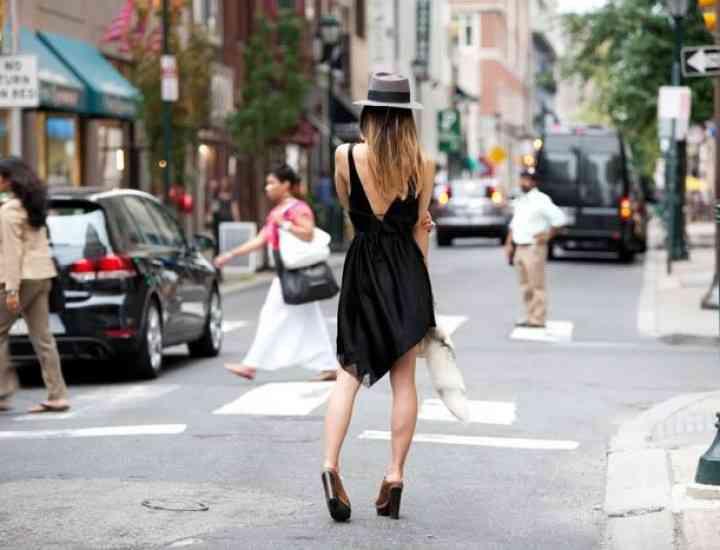 Modele de rochii cu spatele gol care se poartă vara asta